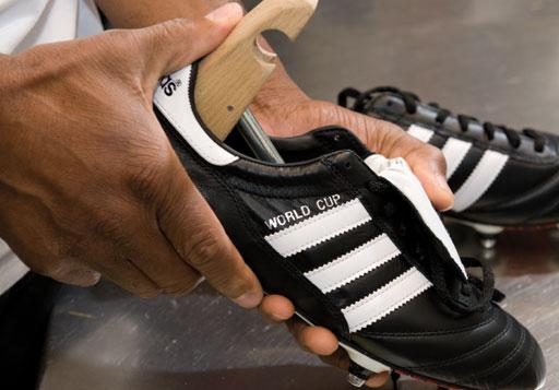 Fußballschuhe sollten immer auf Schuhspannern stehen