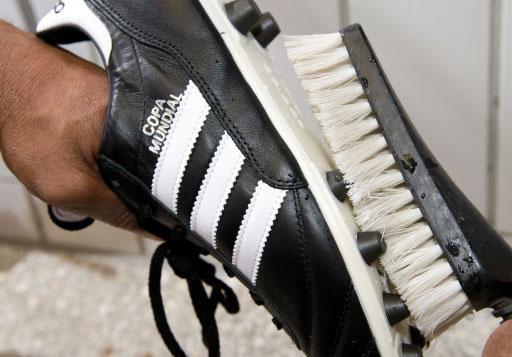 Fußballschuhe pflegt man durch waschen