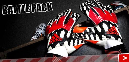 Die Adidas Predator Zones Pro Battle Pack als Torwarthandschuhe aus dem Battle Pack