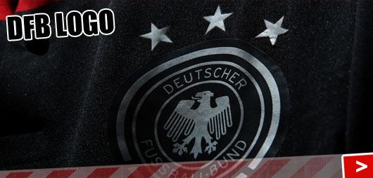 DFB Logo beim schwarz roten Auswärtstrikot der WM 2014