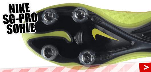 SG Pro die Torwart Fußballschuhe von Nike mit Nocken/Stollensohle