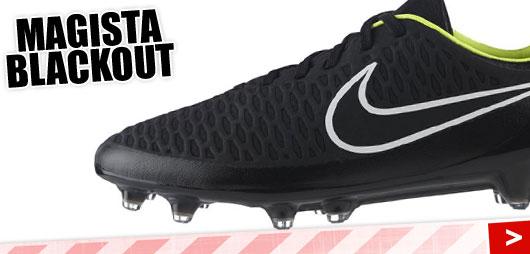Die Nike Magista Blackout Fußballschuhe in komplett schwarz