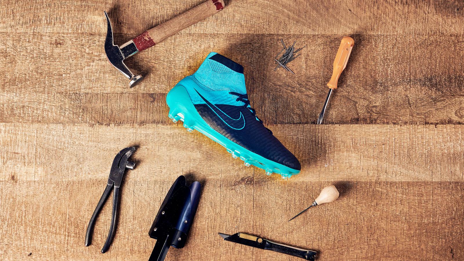 Die Nike Magista Obra Tech Craft black/blue